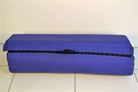 How To Roll Up A Foam Mattress by Zipit Roll Up Foam Mattress