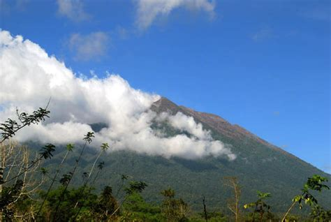 earthquake agung bali volcano update live mount agung eruption fears