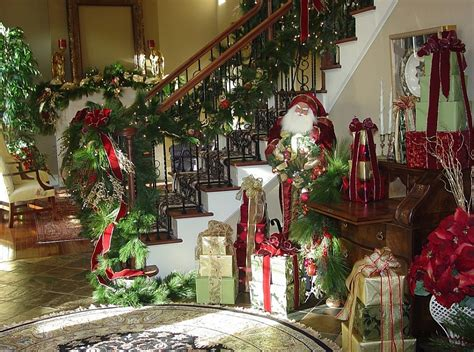 23 lovely christmas staircase decorating suggestions
