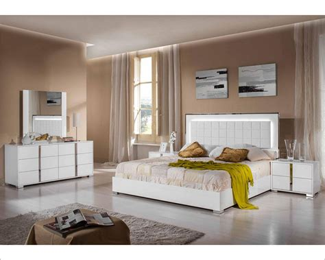Contemporary Bedroom Sets Made In Italy White Finish Modern Bedroom Set Made In Italy 44b122set