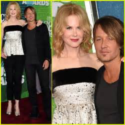toby keith yellow rose keith urban gets wife nicole kidman s support at cmt music