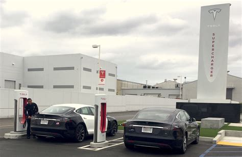 Tesla Hawthorne Lapd Model S Spotted Supercharging At Tesla Design Center