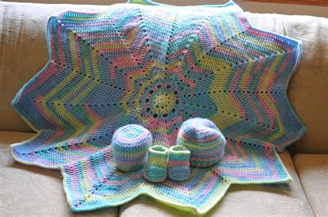 Best Yarn For A Baby Blanket by Baby Blanket Colouring With Yarn