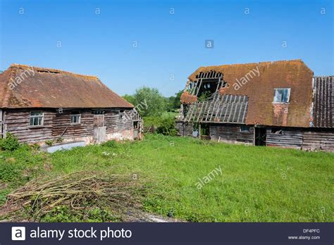 bucklebury berkshire decrepit buildings in a rural farmyard