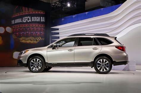 subaru cars 2015 2015 subaru outback first look motor trend