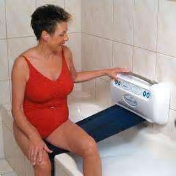badewannen lift badewannenlift idumo schweiz badelifter wannenlifte