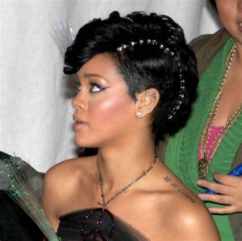 Goes For Black Accessories The Awards by For Best Use Of Hair Accessories The Award Goes To