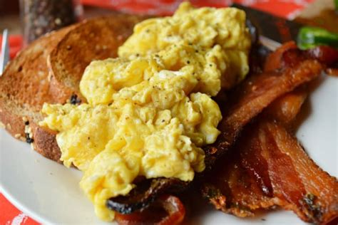how to make really good scrambled eggs how to make perfect scrambled eggs food fanatic