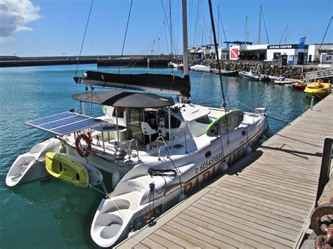 catamaran sailing to papagayo beaches lanzarote papagayo cat best catamaran cruise in lanzarote