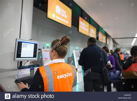 Gatwick Airport Easyjet Desk by Makers Check In At The Easyjet Bag Drop