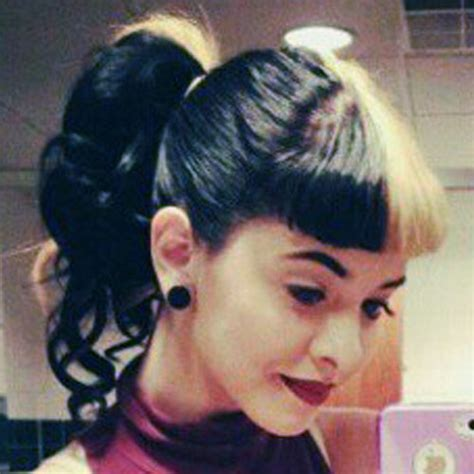melanie martinez had short curly hair for her performance of cough melanie martinez hair steal her style page 2
