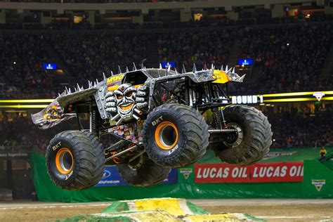 anatomy   monster truck  kw beasts  pilot