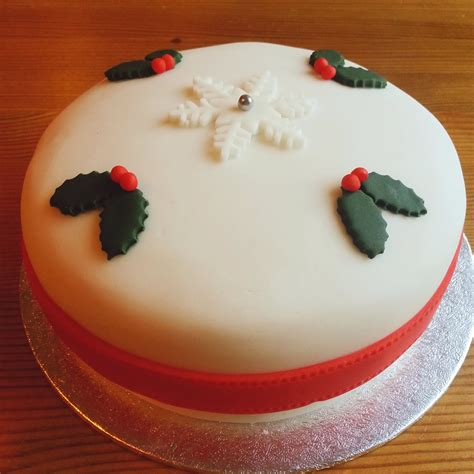 Cake Decorating With Marzipan by Elizabeth Diaries Classic Rich Cake