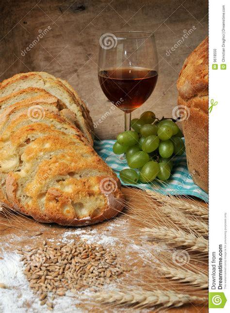 imagenes de uvas y pan pan vino y uvas movidos hacia atr 225 s frescos foto de