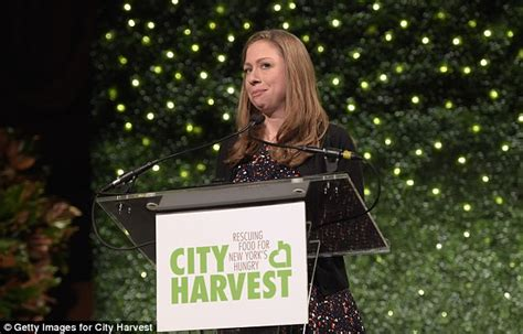 Bridget Moynahan Runs To Martha Popbytes by Chelsea Clinton Receives Award For Family S Foundation