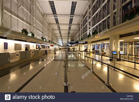 ohare international airport terminal 5 arrivals view of a quiet o hare international airport terminal 5 at