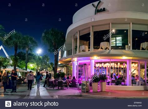 lincoln rd miami restaurants walk along lincoln road mall on miami and eat