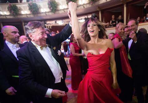 Diskon Vienna Breast Viena Breast elisabetta canalis slip at the vienna opera house in vienna feb 2015