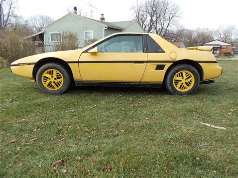 1984 Pontiac Fiero by 1984 Pontiac Fiero Se Coupe 2 Door 2 5l Automatic Sunroof