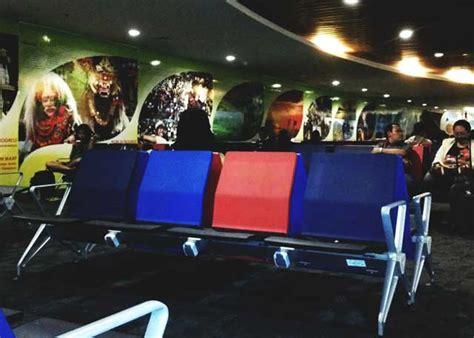 Kursi Tunggu Airport seluruh bandara angkasa pura kini tersedia charger ponsel