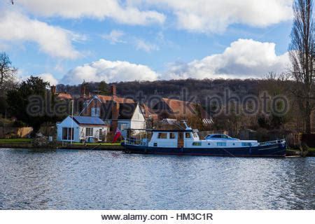 thames river cruise marlow riverside house and boat marlow uk stock photo royalty