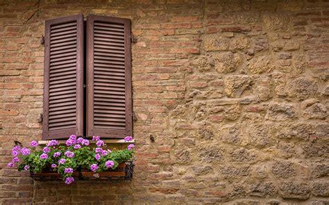 come carteggiare le persiane verniciare finestre e persiane con impregnante e finitura