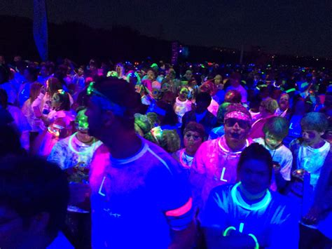 glow in the color run blacklight color run a glowing mess of
