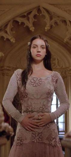 adelaide kane as mary queen of scots in reign playing