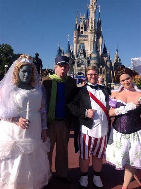 costumes  wear  mickeys