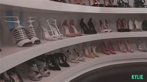 Jenner Shoe Closet by 10 Signs Kendall Jenner Is Your Secret Style