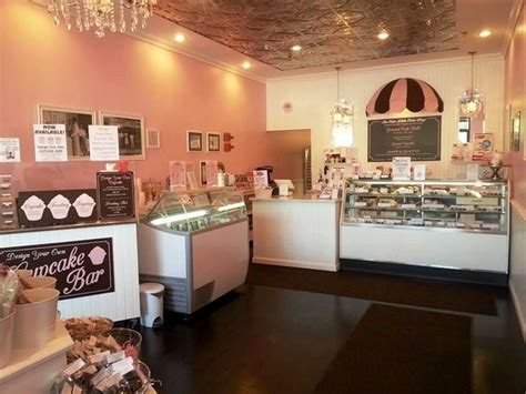Decorate Your Own Cupcake Shop by Design Your Own Cupcake Bar Picture Of The