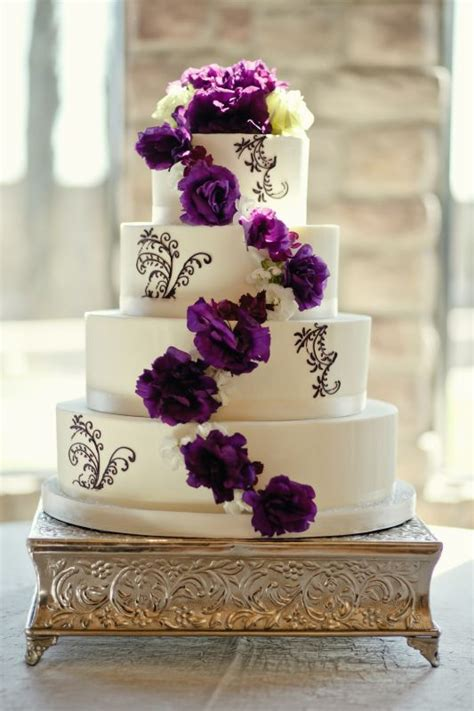 Hochzeitstorte Lila Blumen by Purple And White Flower Wedding Cake Weddingbee Photo