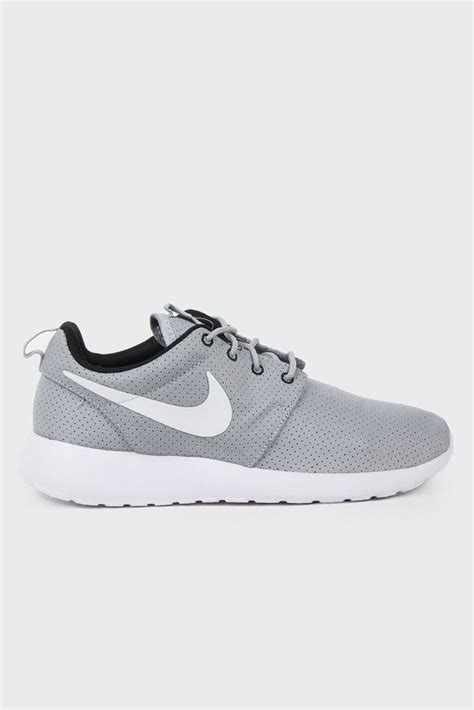 grey nike sneakers for