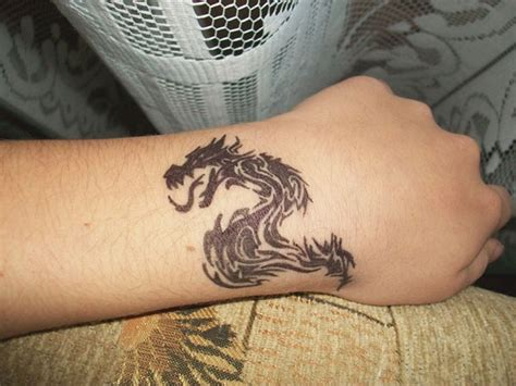 18 amazing dragon wrist tattoos