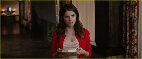 anna kendrick house of cards anna kendrick is the ex maid of honor in these exclusive table 19 stills photo