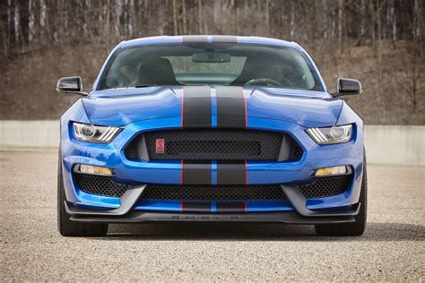 ultimate ford reviewer calls the shelby gt350r the ultimate ford