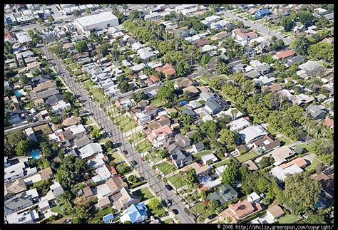 what is a housing tract photograph by philip greenspun la tract housing aerial 1