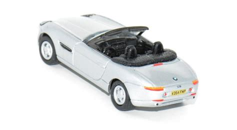 johnny lightning bond 007 bmw z8 cars