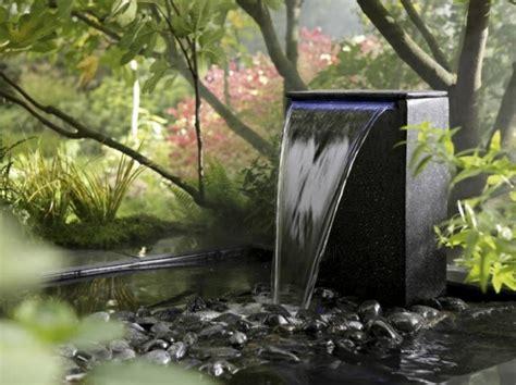 Ordinaire Petite Fontaine De Jardin #6: Fontaine-pour-bassin-fontaine-moderne-pour-petit-bassin.jpg