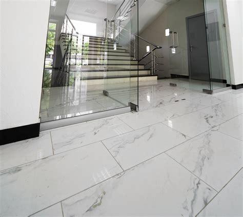 piastrelle in marmo prezzi pavimenti in marmo per interni pro e contro