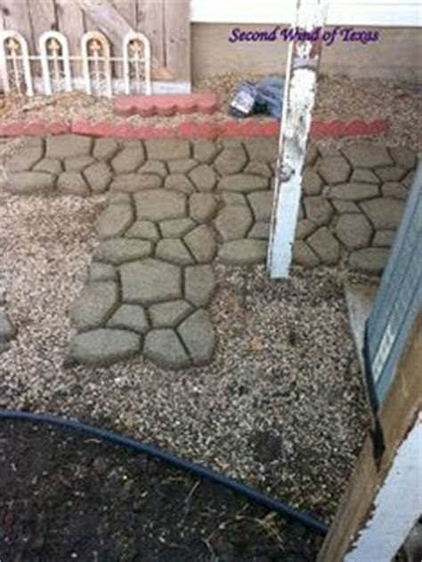 Patio Jointing Sand by Use Interlocking Concrete Patio Pavers To Turn A Plain