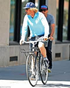Owen Wilson Bikes To Clubs luke and owen wilson choose pedal power as siblings