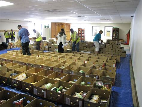 islamic dawa centers tuesday food pantry at masjid ar