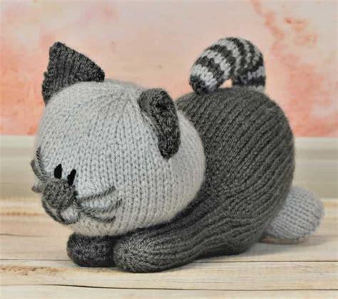 free knitting pattern cat motif playful kitten knitting by post