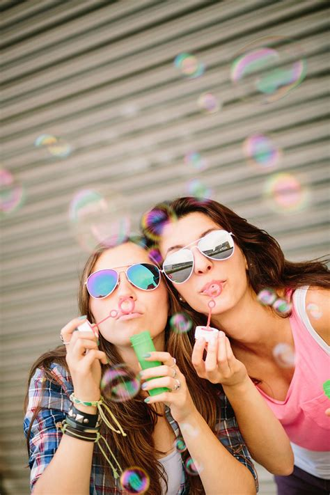 best buzzfeed ideas 37 impossibly best friend photography ideas