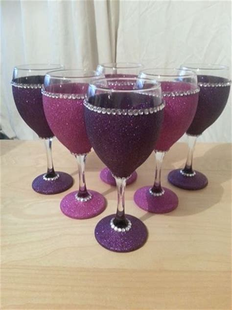 Decorating Glass With Glitter by 25 Best Ideas About Decorated Wine Glasses On