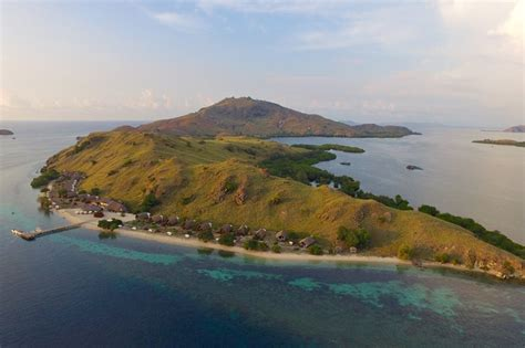 sebayur island komodo national park roamindonesiacom