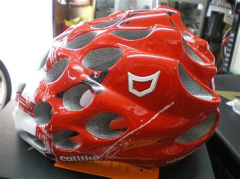 Tas Aza bicicletas bikemania casco catlike whisper plus