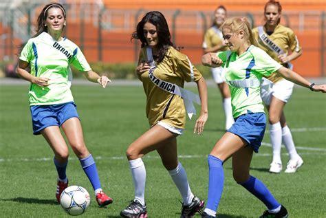 imagenes de mujeres jugando futbol soccer futbol mujeres jugando futbol