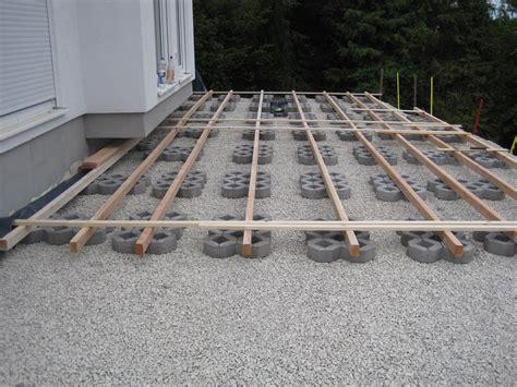 terrasse unterkonstruktion unterbau terrasse schotter kf56 hitoiro